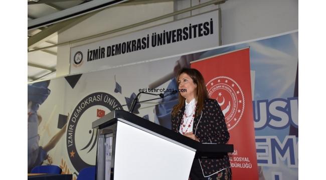 Çocuk İşçiliği İzmir Demokrasi Üniversitesi'nde Konuşuldu