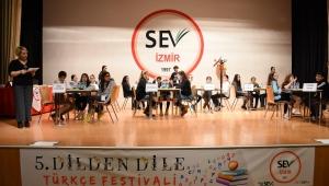 İzmir SEV'de On Üç Okul Festival'de Buluştu