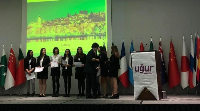 Uğurlu öğrenciler dünya sorunlarına çözüm aradı