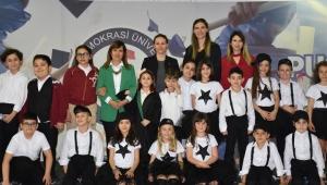 İzmir Demokrasi Üniversitesinde 23 Nisan Coşkusu