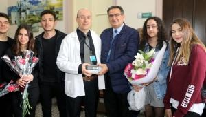 Lise Öğrencilerinden Göğüs Hastanesine Anlamlı Bağış…