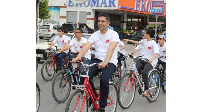 Başkan Kayalar Öğrencilerle Bisiklet Sürdü