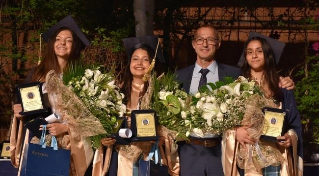 İzmir Özel Saint-Joseph Fransız Lisesi 139. Dönem mezunlarını verdi
