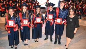 İzmir Sev 2019 Mezunlarını Uğurladı