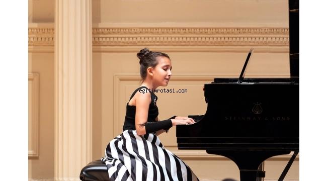 Müziğin altın çocuğu Çınara, New York'tan ödülle döndü