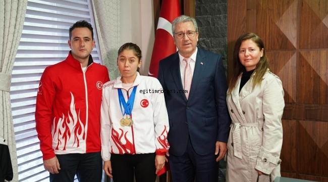 Egeli özel sporcu Rektör Budak'ı ziyaret etti