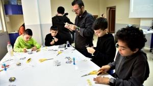 Bornovalı çocuklara bilim eğitimi