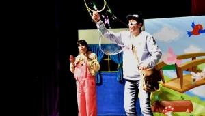 Bornovalı çocuklara özel tiyatro