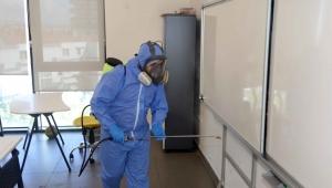 Karabağlar'da yüz yüze eğitim okulları dezenfekte ediliyor
