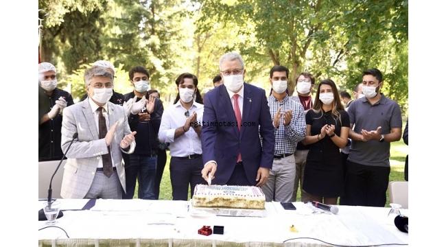 Rektör Budak'a sürpriz dördüncü yıl kutlaması