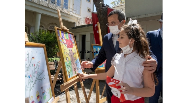 Konak'ta 23 Nisan Resim Yarışması Ödülleri minik sahipleri ile buluştu