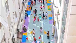 Karşıyaka'nın sokakları çocuklar için renkleniyor