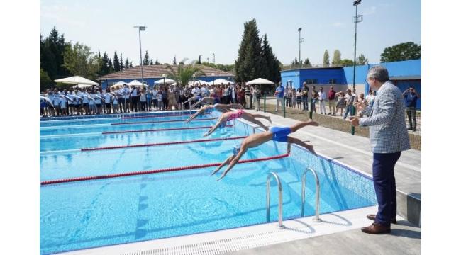 """Ege Üniversitesi """"Yüzme Bilmeyen Kalmasın"""" diyor"""