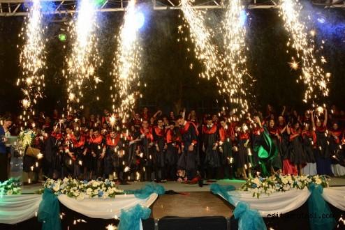 Bornova Kolejinde Mezuniyet Coşkusu