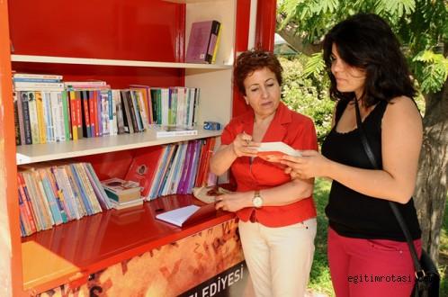 Karşıyaka'da Yine Bir İlk: Ödünç Kitap Standı
