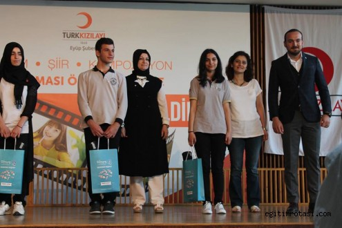 Kızılay konulu resim ve şiir yarışması'nda dereceye girenler ödüllendirildi