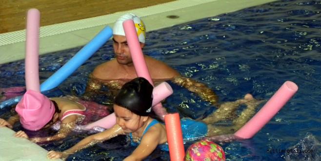 Küçük Şeyler'in yüzme keyfi!..