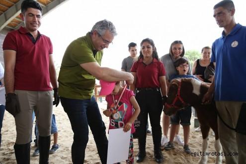 Özel çocuklar 'atla terapi' ile hayata tutunuyor
