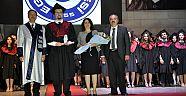 Ege Üniversitesi'nden mezun olan 360 hekim şifa dağıtacak