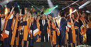 İzmir Ekonomili mezunlar 4.00'la iş dünyasına adım attı
